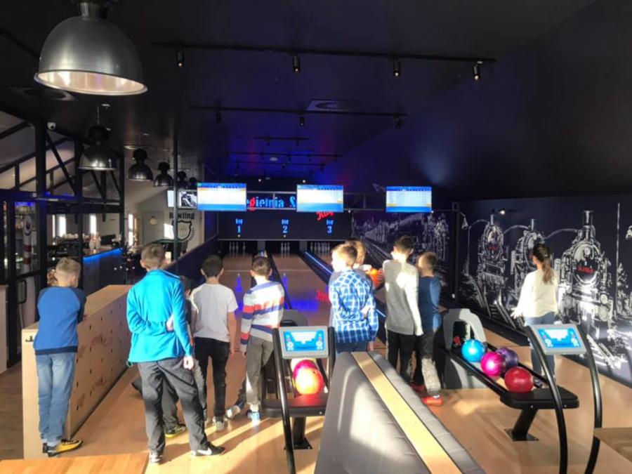 kręgielnia-stacja-kłaj-bowling-kłaj-bar-kłaj-bilard-piłkarzyki-gry-planszowe-imprezy-piwa-kraftowe-liga-mistrzow-impreza-firmowa-puszcza-niepolomicka-malopolska-krakow-6-2